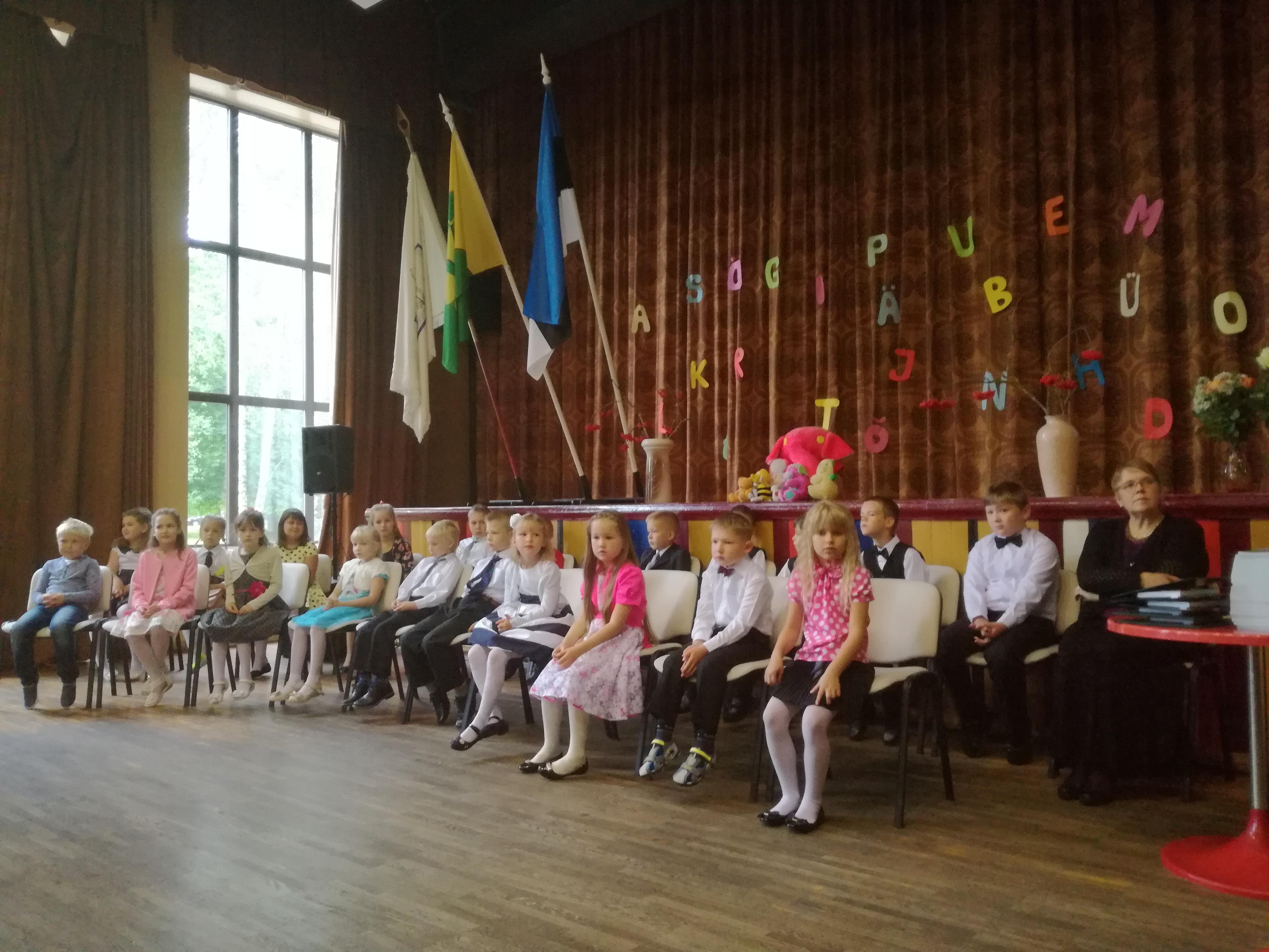 Väätsa Põhikoolis alustas kooliteed 22 koolijütsi