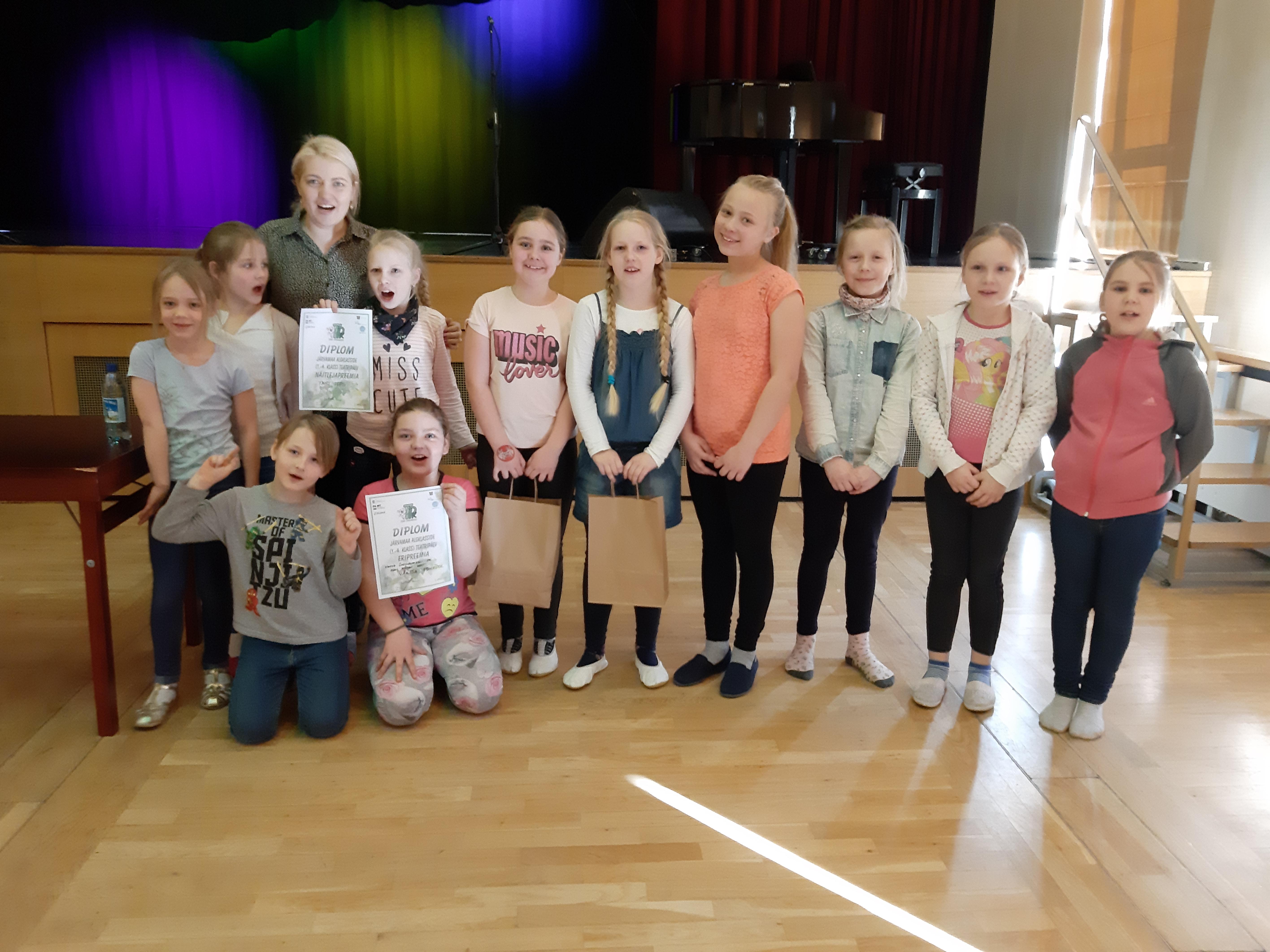 Järvamaa algklasside teatripäeval osalemine